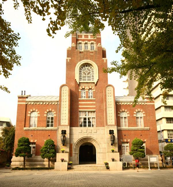 서울유형문화재 제 36호. 종로구 경운동에 있는 천도교 대교당 1921년 준공된 건물