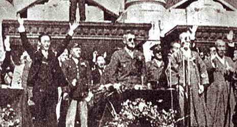 1945년 해방 직후 서울로 들어와 이승만 대통령의 환영을 받는 미군정 하지 준장.