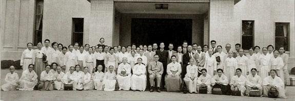 1960년 여름 윤보선 대통령 시절 청와대를 방문한 안동교회 교인들